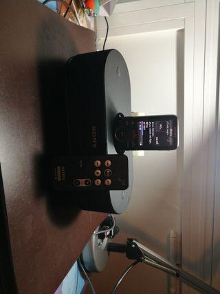 Reproductor MP3 y Base-Altavoz Sony.