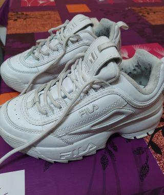 Zapatillas blancas de segunda mano en Getafe en WALLAPOP