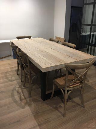 Mesas a medida con madera recuperada