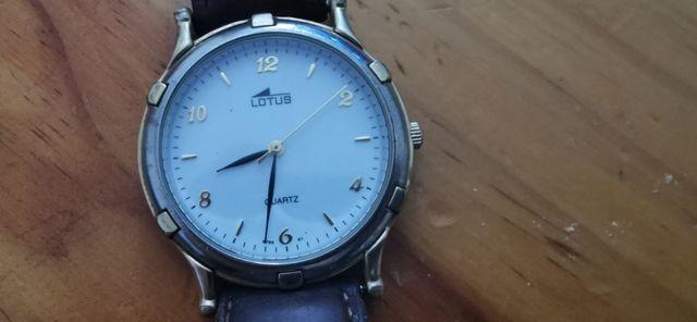 reloj de pulsera Lotus.