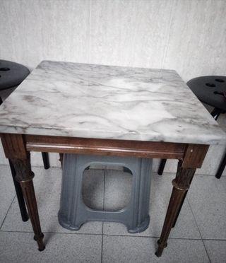 mesillas de madera y cristal y mesilla de marmol