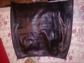 falda de cuero marrón