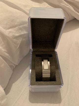 Reloj DKNY nuevo
