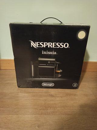 Cafetera Nespresso De'Longui Inissia precintada