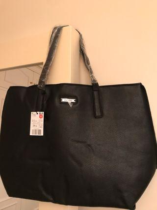 Bolso negro con interior borrego