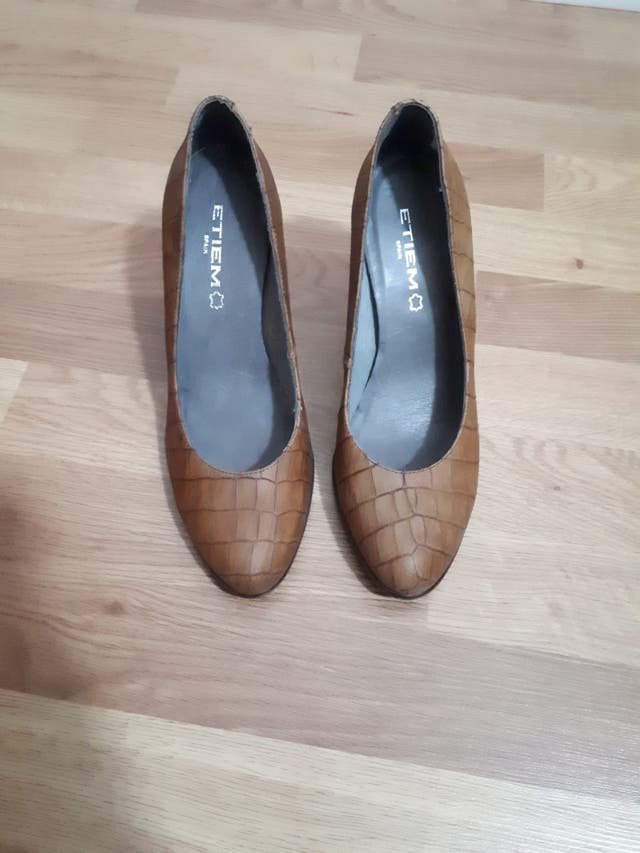 zapatos marrones etiem