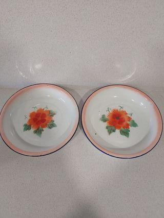 Dos platos vintage latón esmaltado