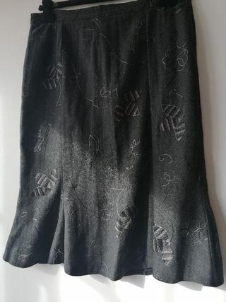 Falda gris. T42