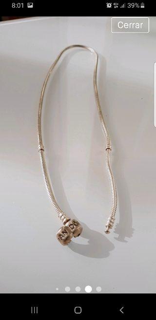 collar Pandora con 3 charms