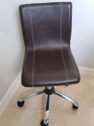 Silla de escritorio de piel marrón