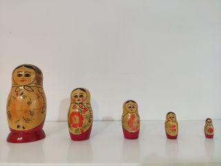 Matrioshka de colección o muñeca rusa. 5 figuras.