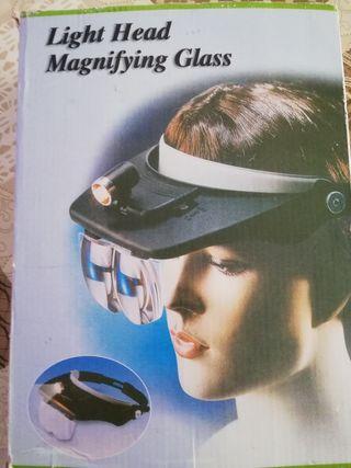 casco con gafas y luz de trabajos finos