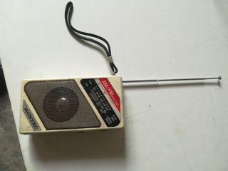 radio antigua funcionando perfectamente portátil