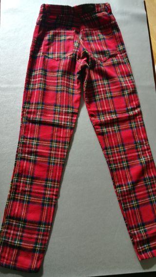 pantalón escocés de mujer