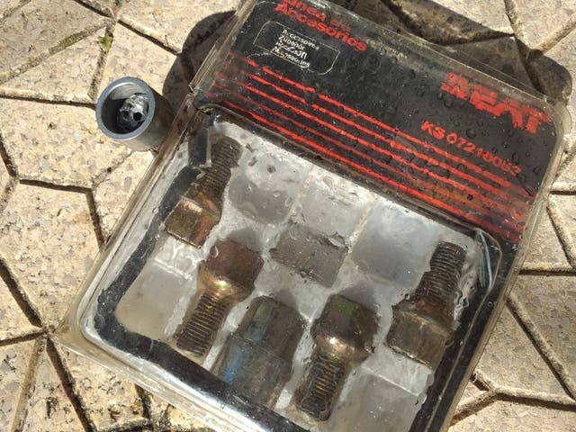 Llantas, neumáticos y tornillos antirrobo R14
