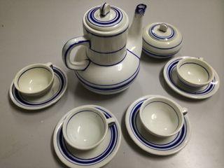 Juego de café en loza blanca con decoracion azul