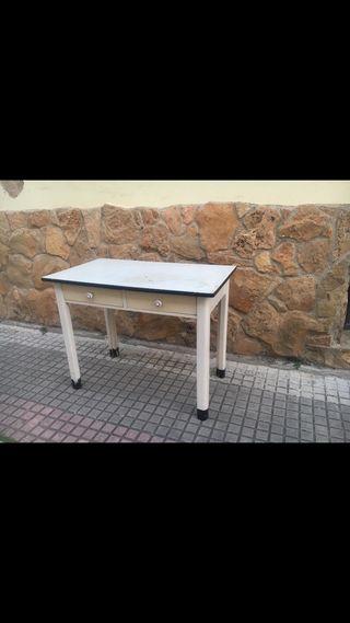 Mesa antigua cocina tocinera