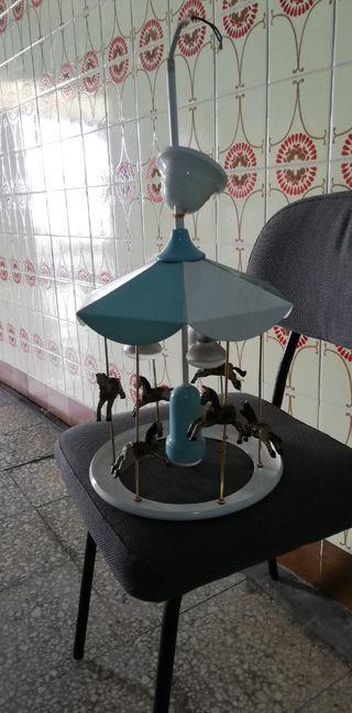 Lámpara tiovivo