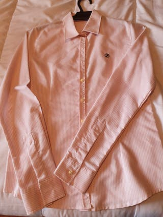 Camisa rosa de rayas finas