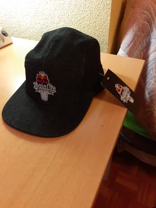 Gorra Red Bull Batalla gallos.