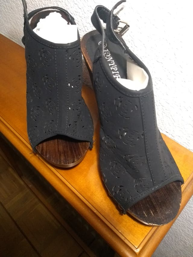 Sandalias madera tacón 39