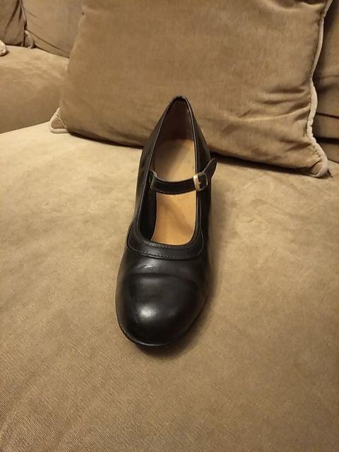 Zapatos de flamenco, flamenca