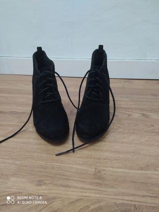 Botines negros plataforma, talla 35.