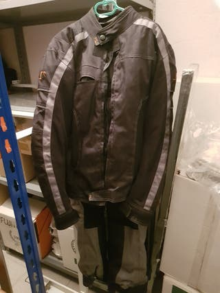 cazadora y pantalón de moto