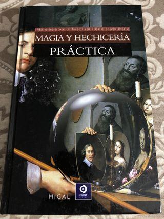 Magia y hechicería práctica.