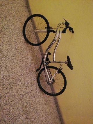 Bicicleta con piezas nuevas
