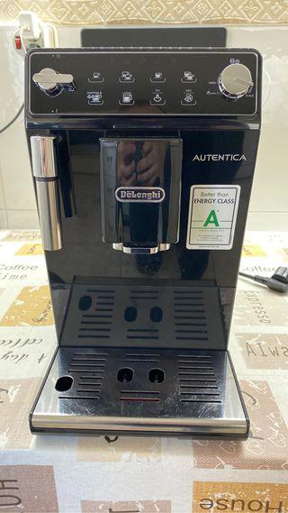 Cafetera Automática Delonghi Auténtica
