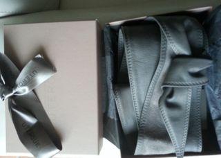 Cinturón cuero gris UTERQUE