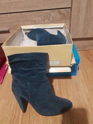 2 pares botines azules y otros grises