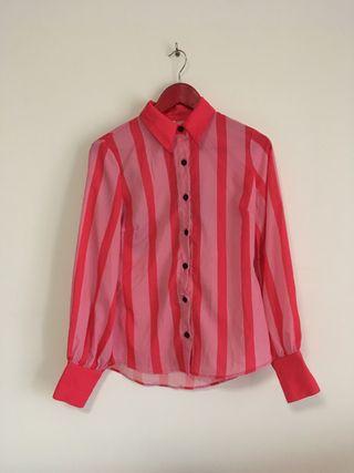 Camisa a rayas rosas