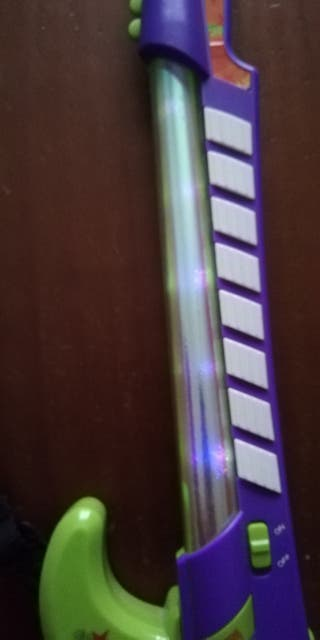 Guitarra eléctrica con luz