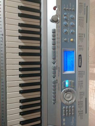 Teclado Piano Yamaha DGX 200