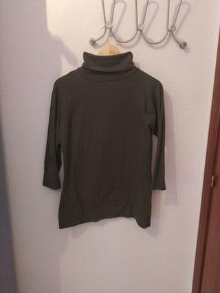 Camiseta de cuello vuelto color verde Zara
