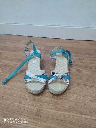 Sandalias cuña nuevas, verano, talla 35.