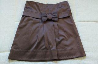 Falda corta con lazo en marrón oscuro metalizado