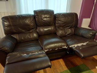Sofá relax en color marrón.