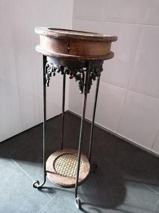 lámpara y mesita en forja y madera