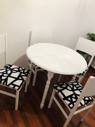 Mesa comedor extensibles con 4 sillas.