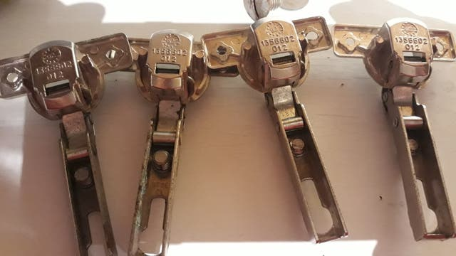 Lote 11 bisagras muebles (T2)