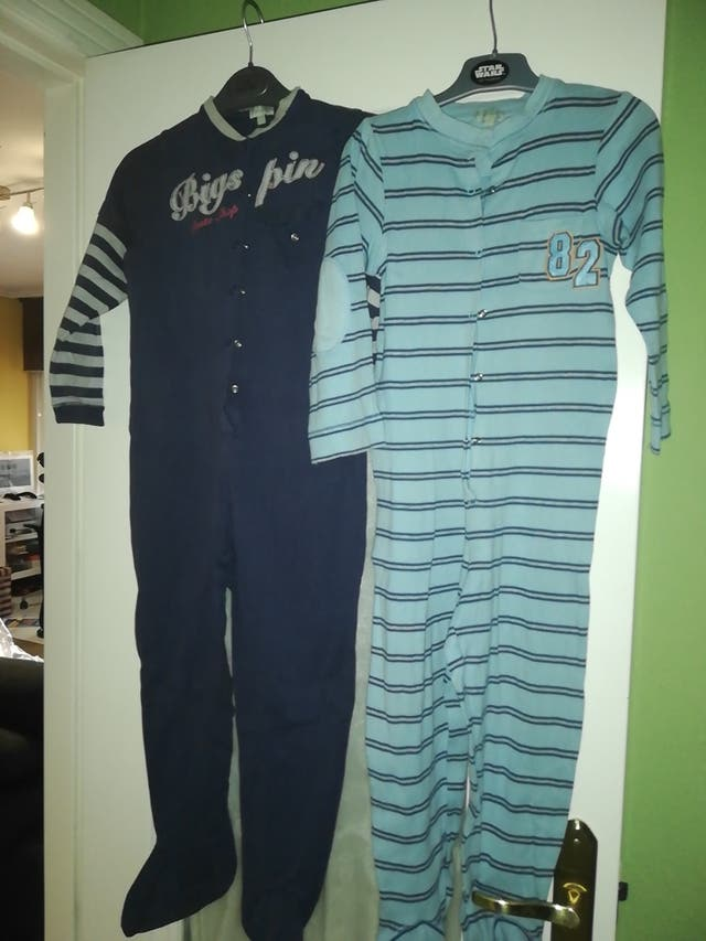 2 pijamas enterizos