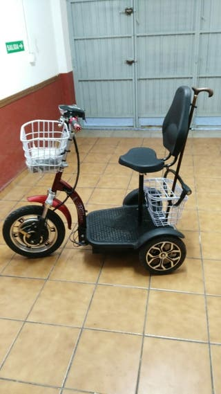Triciclo eléctrico. Se vende. Menos de un año.