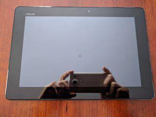 """Tablet Asus 10.1"""" con 32GB de memoria interna."""