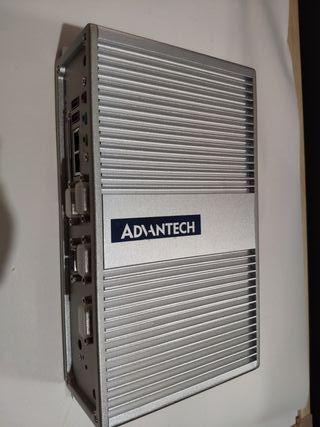 Ordenador industrial ADVANTECH ARK 3360.