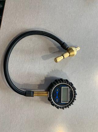 Reloj dijital desinflador rápido neumáticos