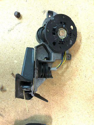 Pieza espejo retrovisor izquierdo (motor)