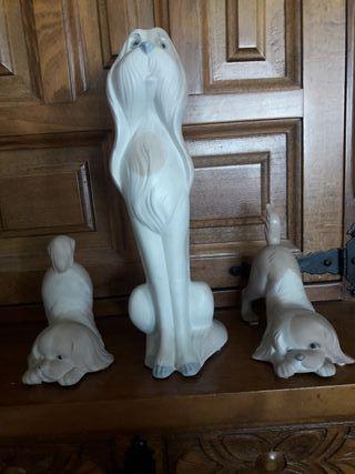 tres figuras de perros de Miguel Requena